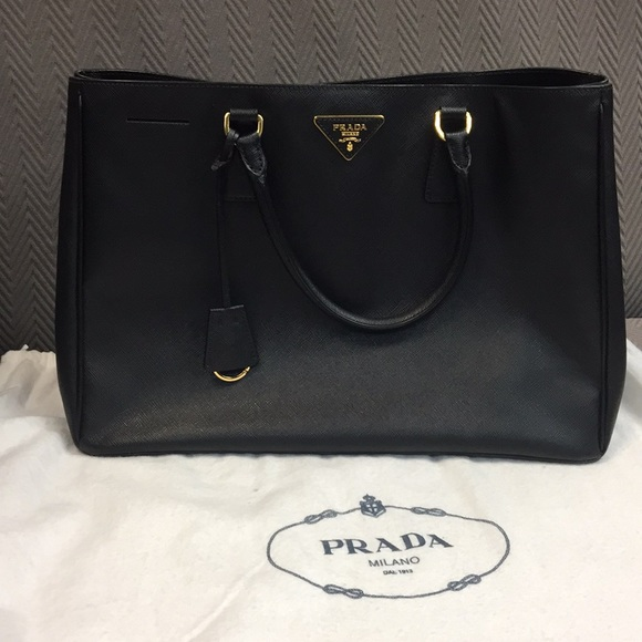 e968b1fc3ab5 ... australia prada top handle bag in black saffiano leather 86200 eee0f ...